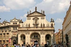 Kostel_Svatého_Salvátora_na_Křižovnickém_náměstí-300x200